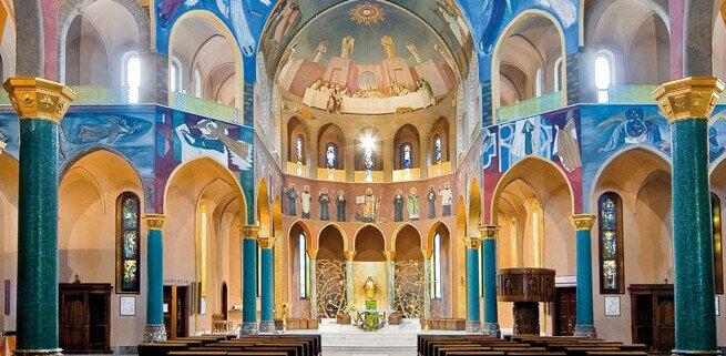 Wnetrze sanktuarium Św. Rity w Cascia